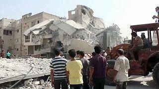 Caccia siriano precipita su un mercato