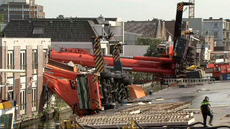 Gruas caem sobre apartamentos na Holanda