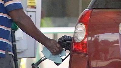 El petróleo baja de los 50 dólares y se sitúa mínimos en seis meses