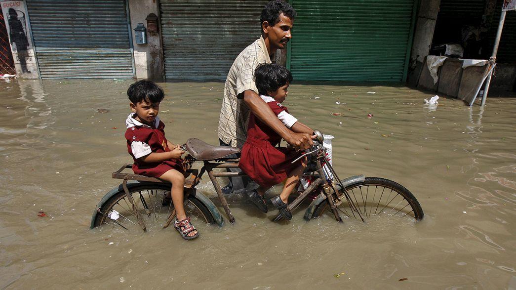 Halálos áradások Indiában és Mianmarban