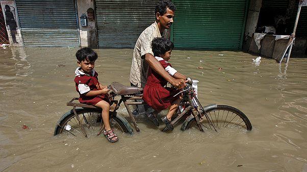 Época das monções faz centenas de mortos e afeta milhões na Índia e na Birmânia