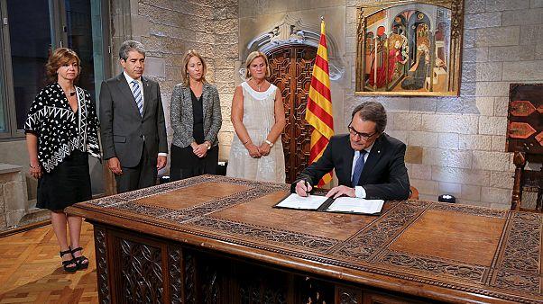 اسپانیا؛ انحلال پارلمان و برگزاری انتخابات پیش از موعد در منطقه کاتالونیا