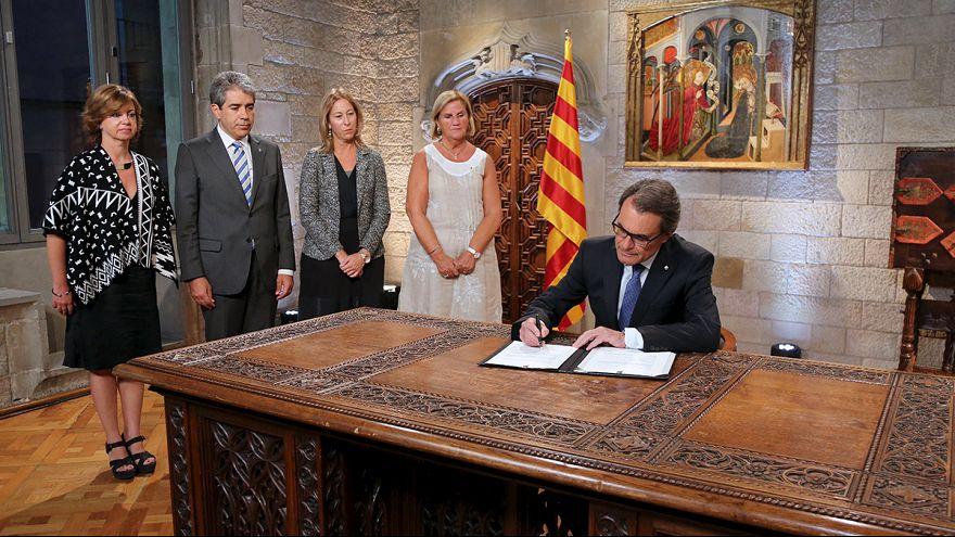 Mas firma el decreto de convocatoria de las elecciones catalanas del 27 de septiembre