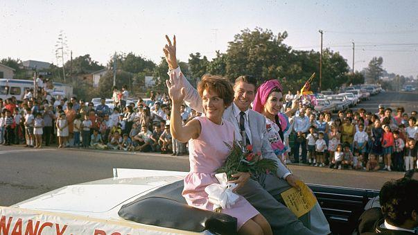 Image: California Republican gubernatorial candidate Ronald Reagan and his