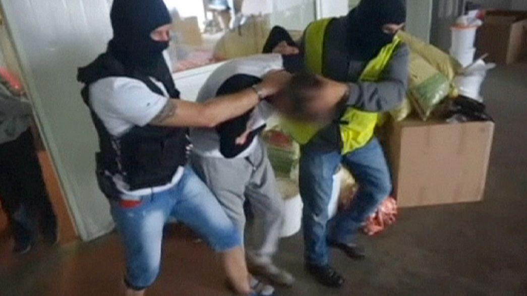 Incautados cerca de un millón de euros en cigarrillos en una factoría ilegal en Polonia