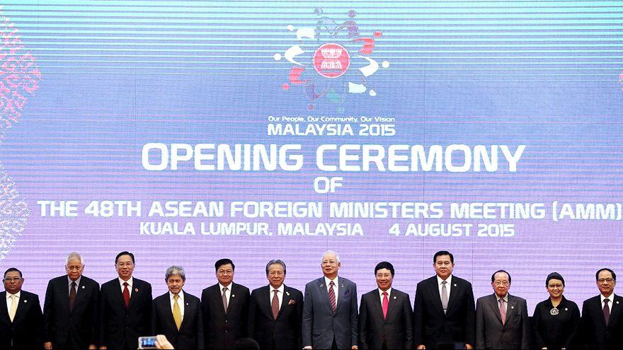 Cumbre de ministros de Exteriores del sudeste asiático con la vista puesta en China