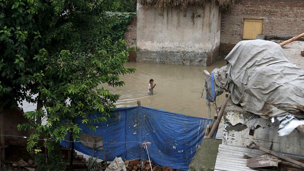 Ásia: Destruição e morte semeadas por chuvas diluvianas