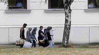 Nem fogad több migránst a Bécs melletti menekülttábor