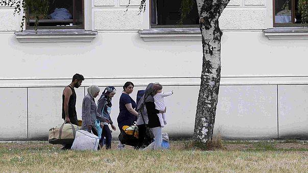 Austria: overwhelmed refugee centre closes to new arrivals