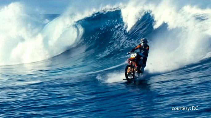 روبي مادسون يمارس الركمجة بدراجة نارية