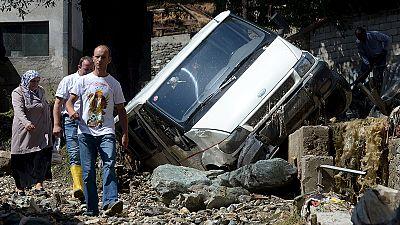 Macedónia: Cheias e deslizamentos de terra