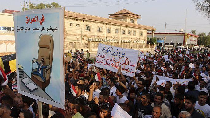 العراقيون يحتجون ضد ساسة البلاد