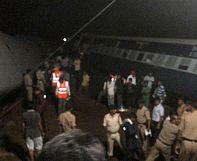 India: more than 20 dead in double train derailment
