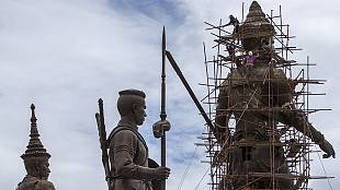 Giant statue set to honour former Thai king