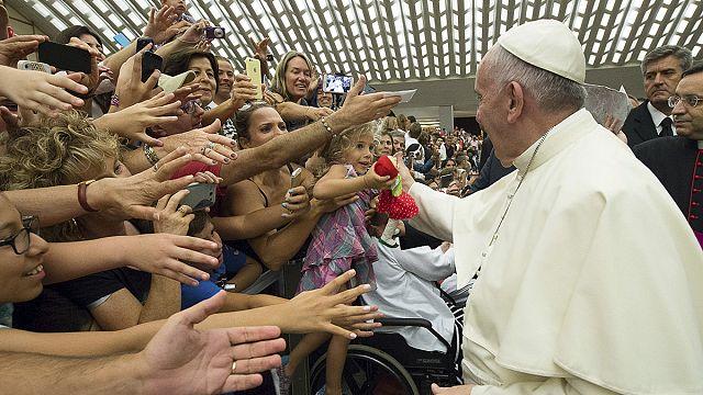 البابا: الكاثوليك المطلقين هم جزء من الكنيسة ويستحقون معاملة افضل