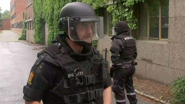 Noruega: un guardia tiroteado y una bomba falsa cuando se cumplen cuatro años de la masacre de Utoya