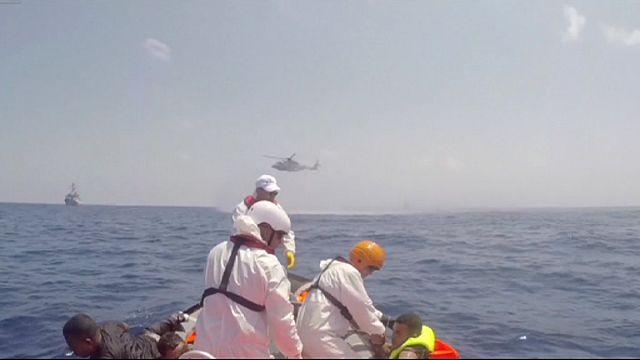 Akdeniz'de batan göçmen teknesinde kurtarma çalışmaları sürüyor