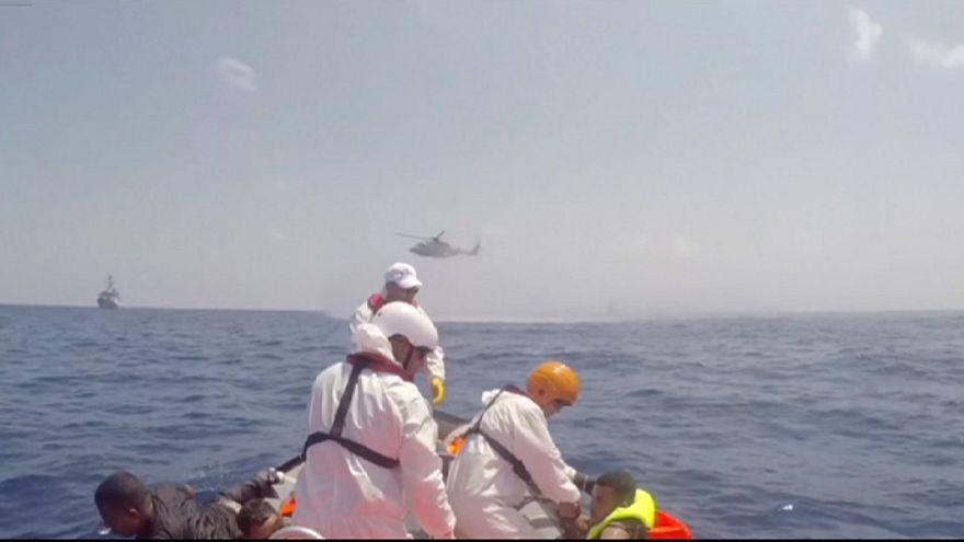 Al menos 25 muertos y cientos de desaparecidos al naufragar un barco cargado de inmigrantes clandestinos en aguas libias