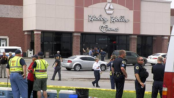 Gunman shoot dead a man who opened fire in a Tennessee cinema