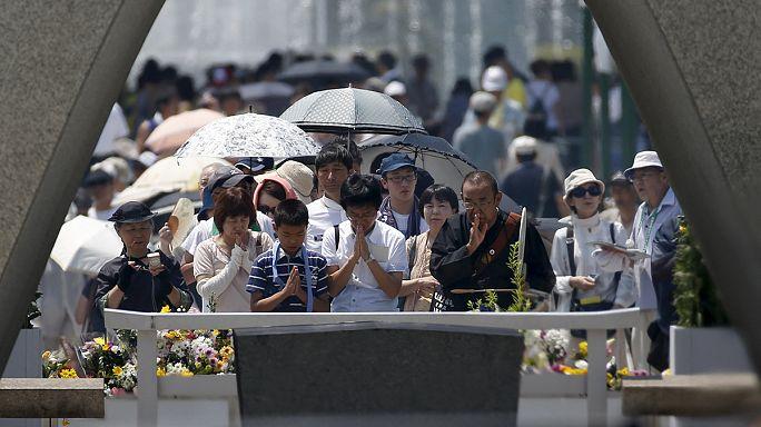 اليابانيون يحيون الذكرى 70 لقصف الولايات المتحدة هيروشيما