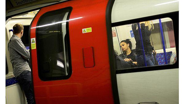 Londoni metrósztrájk - Tömött buszok, kényszer gyaloglók ezrei