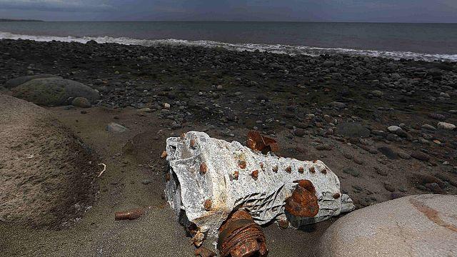 Malezya uçağına ait yeni enkaz parçaları bulundu