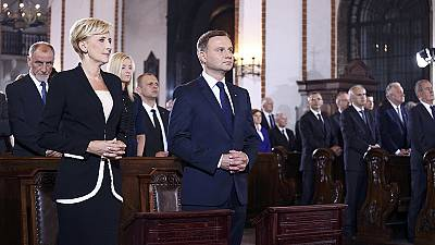 New Polish president sworn in and promises he'll make good his election word