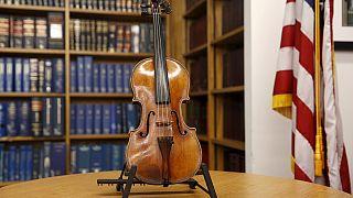 США: украденная 35 лет назад скрипка Страдивари вернулась в семью