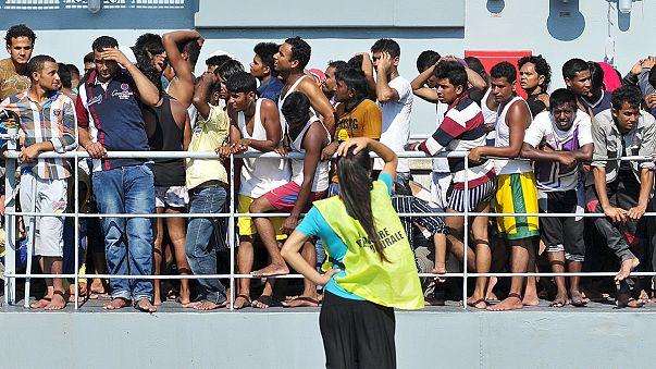 Partot értek a menekültek, akik túlélték a halálos tengeri utat