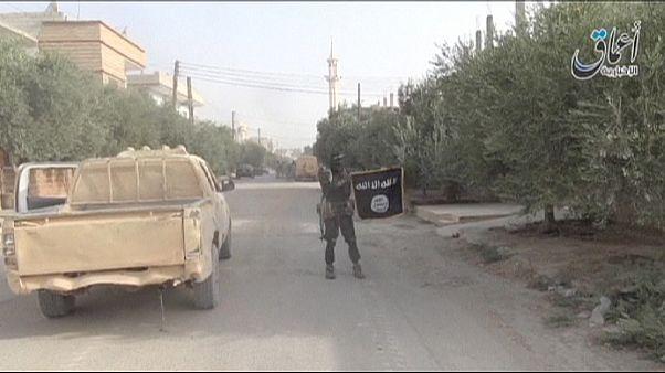پیکارجویان داعش پس از تصرف قریتین در سوریه ۲۳۰ غیرنظامی را ربودند