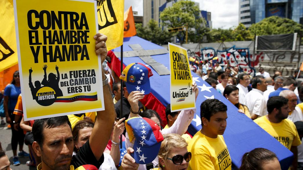 Manifestación de la oposición venezolana contra la violencia y el hambre
