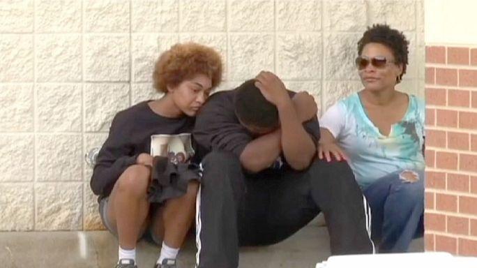 La mort d'un jeune noir aux Etats-Unis tué par la police ravive les douleurs, un an après l'affaire Michael Brown
