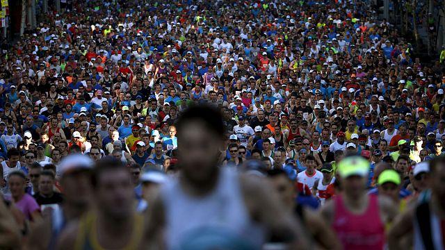 """80 ألف مشارك في سباق """"سُورْفْ تُو سِيتِي"""" في مدينة سيدني الأسترالية"""