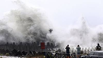 Taiwan giant waves