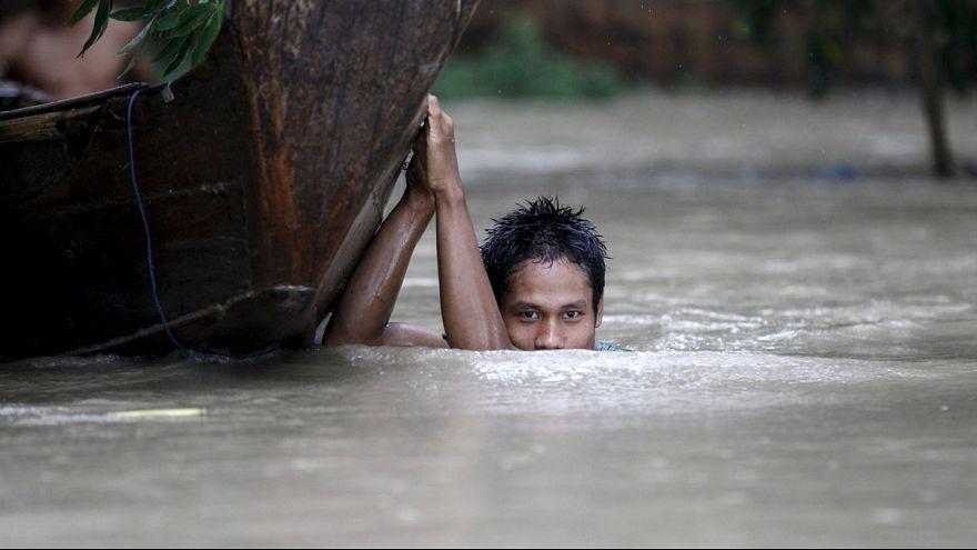 Myanmar sel ile mücadele ediyor