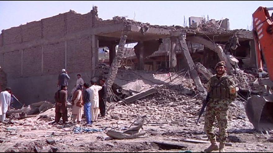 Atentado contra milícias pró-governamentais mata dezenas de pessoas no Afeganistão