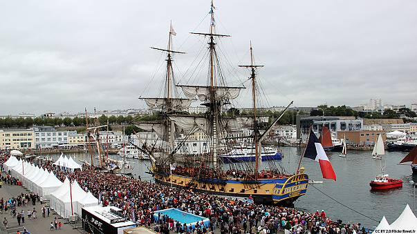 Hero's welcome for French replica ship Hermione after US voyage