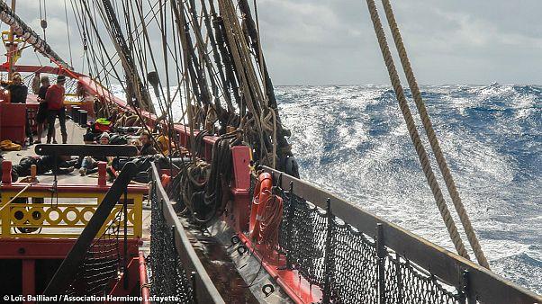 Fragata Hermione regressa a águas francesas com sucesso e diário de bordo recheado