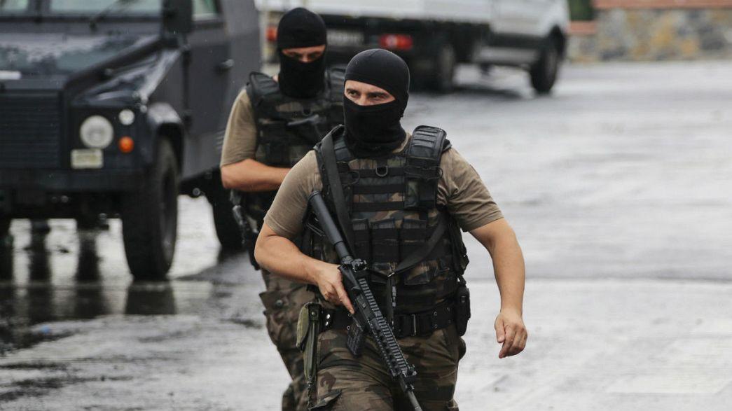 Turquia: Atentados sangrentos de norte a sul contra forças de segurança