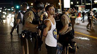 درگیری میان پلیس و معترضان منجر به حالت فوق العاده در فرگوسن شد