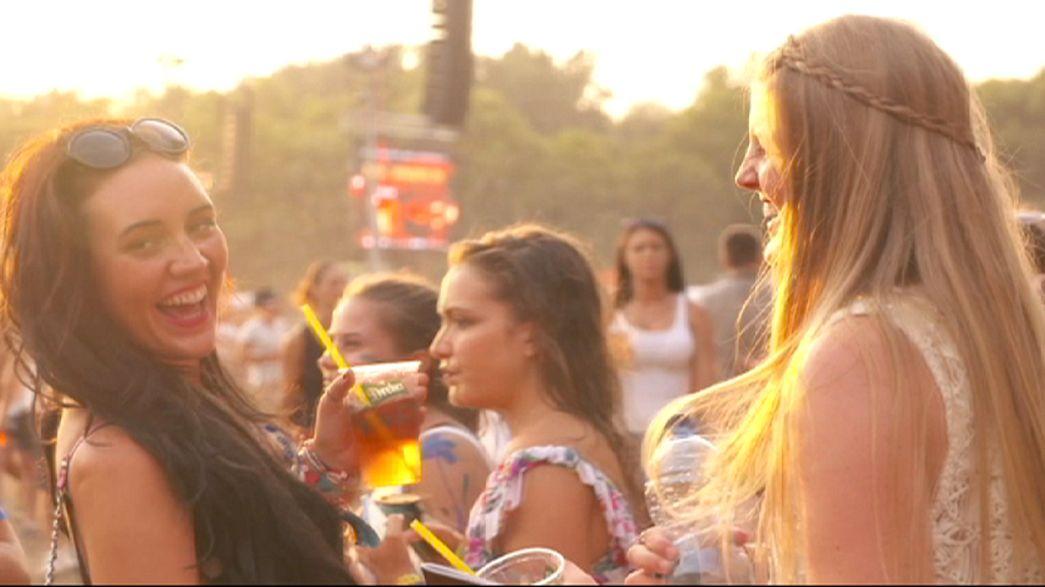Miles de personas disfrutan de los más de 500 conciertos del festival húngaro Sziget