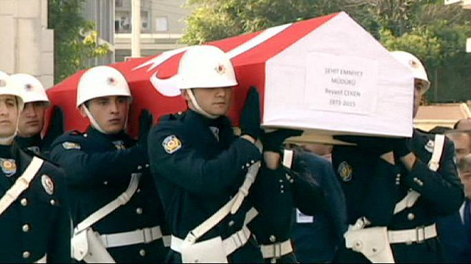 La Turquie enterre les policiers victimes d'attaques attribuées aux séparatistes kurdes