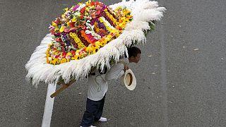 Alegria no Festival da Flor na Colômbia