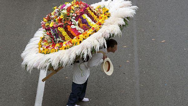 Káprázatos virágkarnevál Kolumbiában