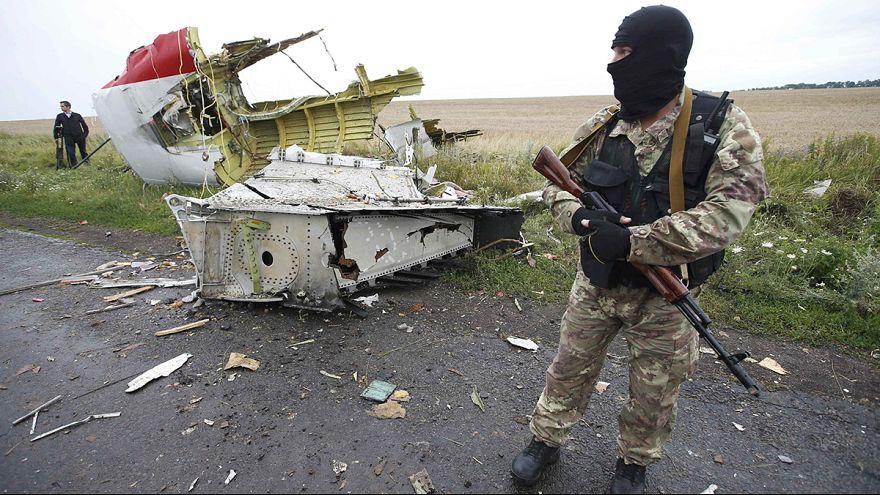 MH17: orosz rakéta darabjait találták meg a helyszínen