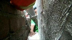 Menino chinês ficou preso numa rocha