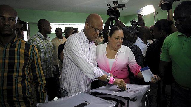 Szabálytalanságok és erőszak a választásokon Haitiban