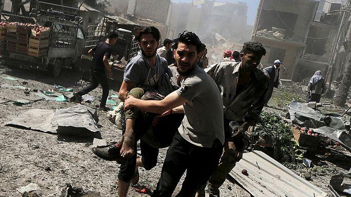 عشرات القتلى والجرحى في غارات للجيش السوري والمعارضة تقصف دمشق