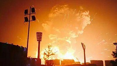 Enorme explosion de produits chimiques à Tianjin en Chine