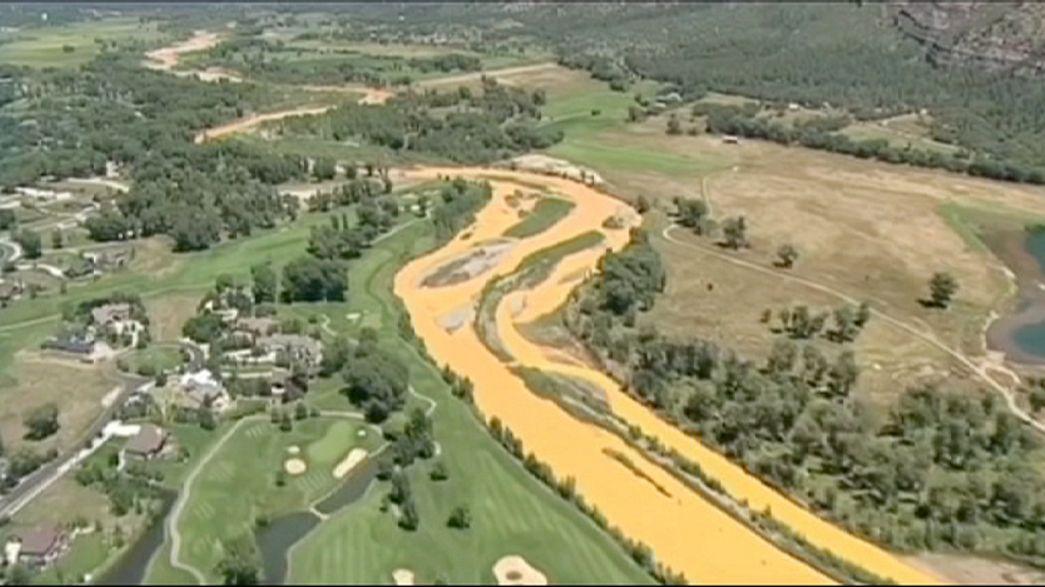 Atıkla sarıya boyanan nehir temizlendi